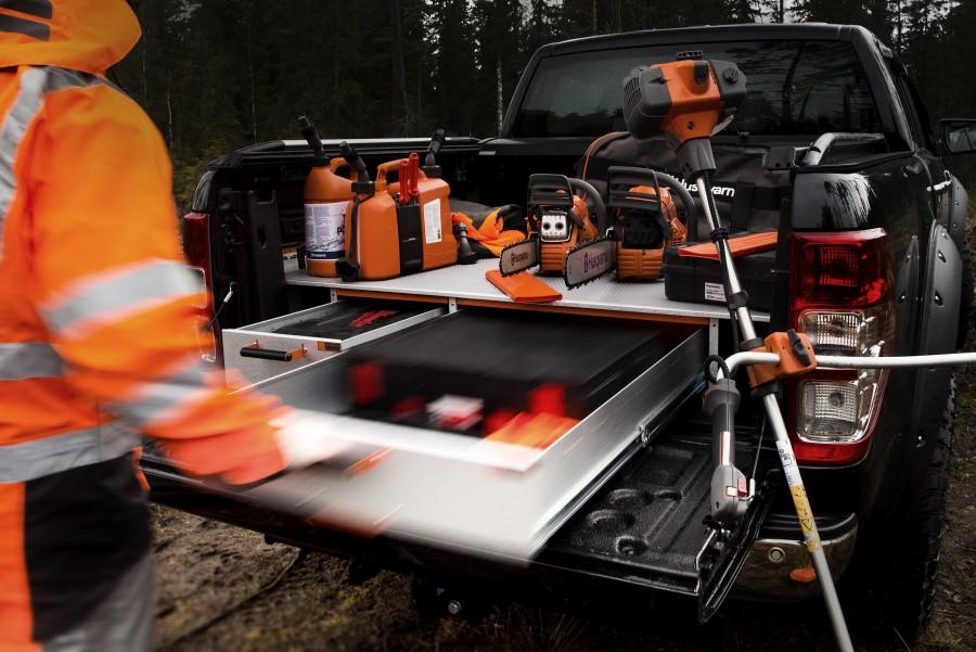 Dobbeltgulv og forhøjet gulv hjælper dig med at få maksimal plads i din arbejdsbil.