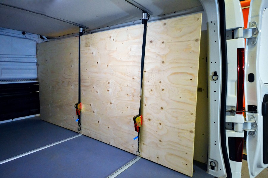 Beskyttelsesbeklædning og lastsikring til din arbejdsbil